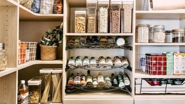 Estos 19 elementos esenciales de la despensa deberían ser un elemento básico en todas las cocinas