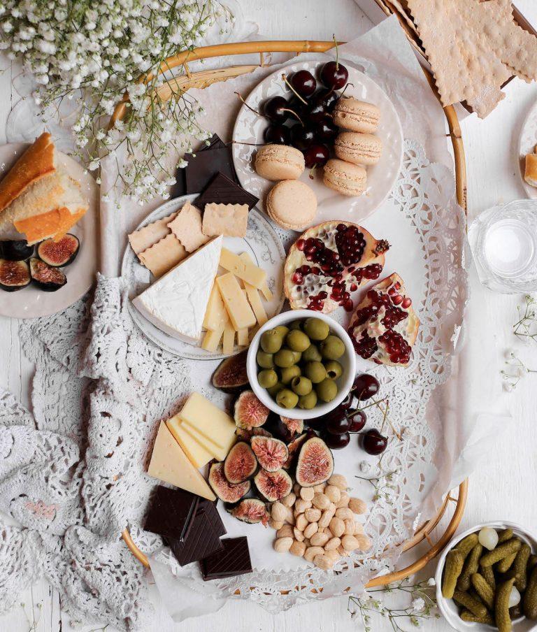 Tabla de quesos de San Valentín para dos - tabla de quesos para lotes pequeños