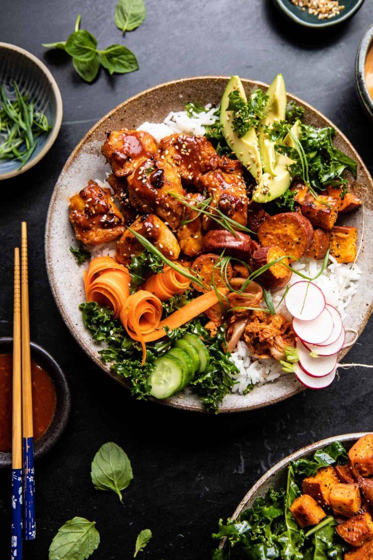 Tazón de pollo coreano con batatas y salsa Yum Yum - Cosecha medio horneada