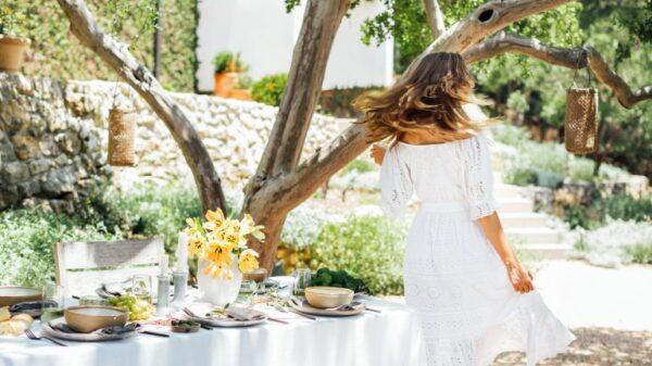 Ideas simples para poner la mesa para una cena de verano con brisa